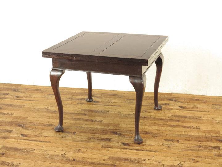 クィーンアンドローリーフテーブル