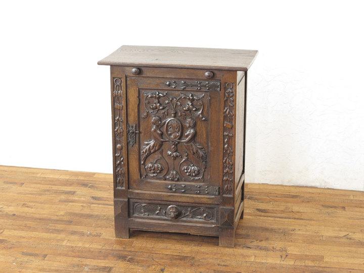 アンティーク家具 美しい彫刻のキャビネット 62955